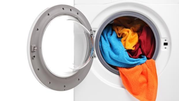 袖口變鬆、衣服打結、洗不乾淨...6個洗衣小訣竅,讓你事半功倍