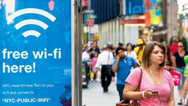 你在公共場所,點擊使用的免費Wi-Fi,成為PC、手機後,下一個網路公司搶賺廣告的入口。