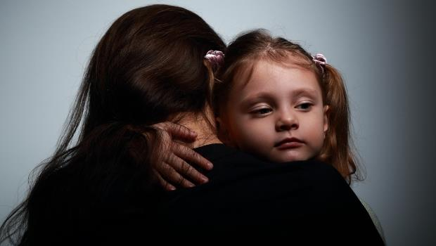 辛苦付出多年,竟換來婆婆和丈夫的無情對待...這是一個母親發了狂也要掙回孩子的故事