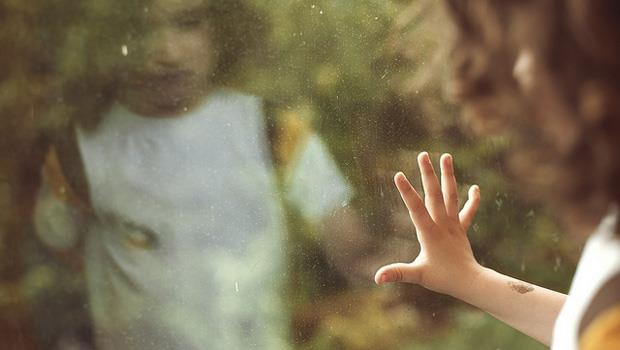 一個孩子的控訴:為什麼媽媽對「外人」比對我好...》爸媽們!別因「愛面子」傷了孩子的心