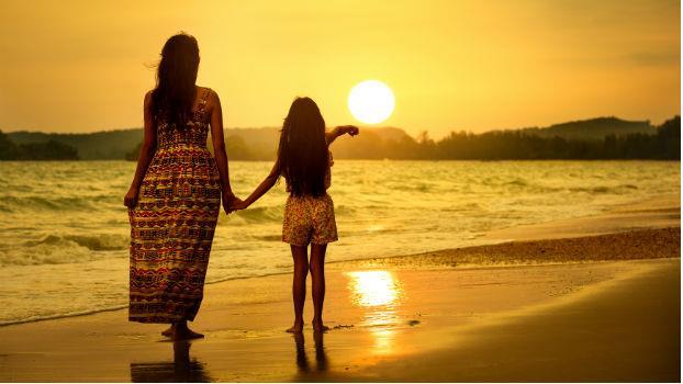 厭女情結:為什麼女兒一肩扛下照顧父母的責任,卻還是兒子更受寵?