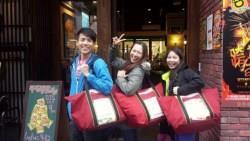 從抵死不買到充滿認同感!台灣路跑傳奇之一:讓日本人也驚呼的「紅色衣保袋」