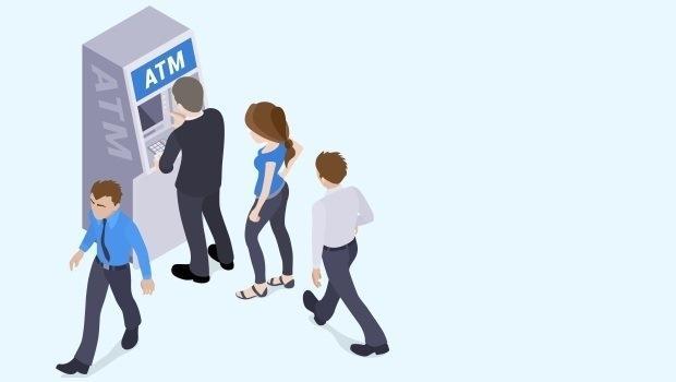是什麼搞砸你變成有錢人的機會?就是喜歡在超商使用ATM提款的壞習慣