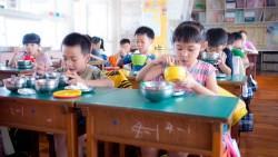 當老師說「沒錢是你家的事、還有臉來學校...」我們怎能容忍政府拿稅金供養這樣的老師
