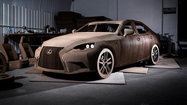 Lexus「紙糊的」電動車》耗時3個月、用1700片紙板拼裝,真的能開上路!