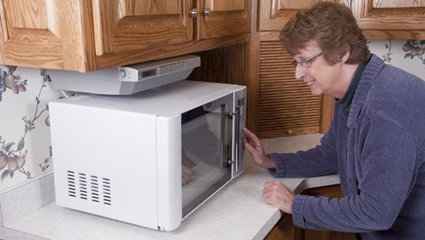 面板做不好,家電卻很會!夏普推出人工智慧水波爐,能和主婦對話還能推薦食譜