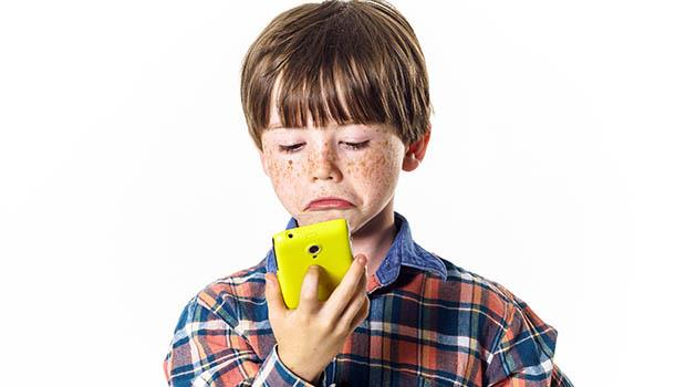 手機不夠新,小孩就不要?父母該怎麼跟孩子談「浪費」