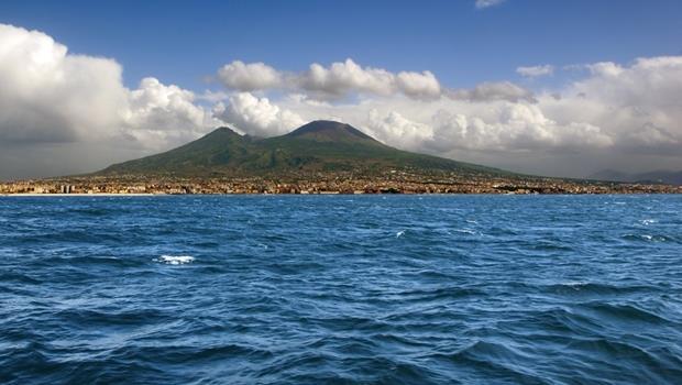 這座火山竟會「噴出」金、銀和稀土!沖繩海底大發現,震驚海洋研究界
