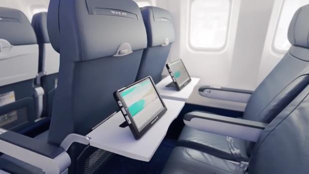 不用再忍受飛機上難用的影音系統!廉航將推App讓乘客免費看片,沒平板還能用租的