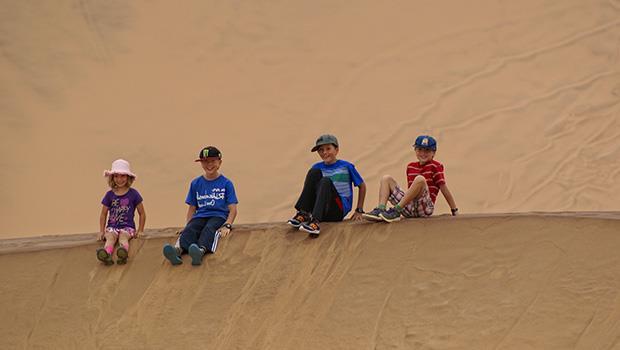 就算是三更半夜,我們都去接妳!一句承諾,讓小學4年級的孩子完成沙漠露營,學習「獨立」