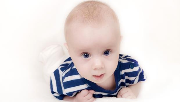 華航機上生子事件惹議》如果小孩被稱為anchor baby,為何有羞辱意味?