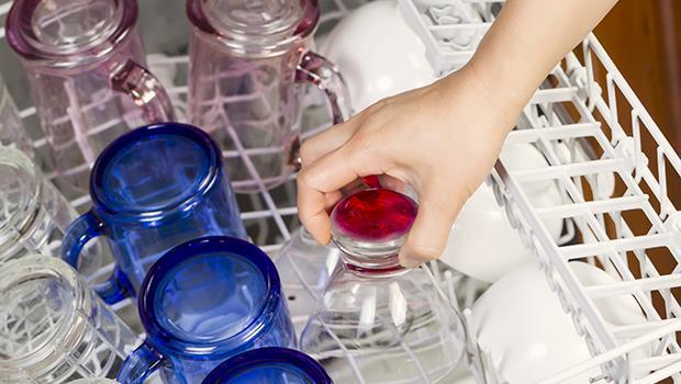 荷蘭父母的教養哲學:碗盤沒打破,小孩怎麼學會洗碗?