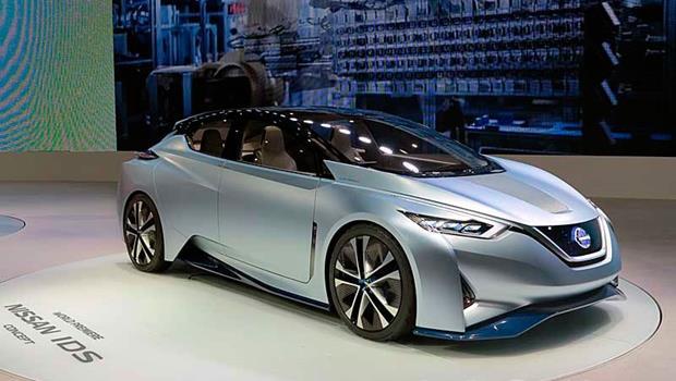 東京車展首度亮相》開車累了換自動駕駛,方向盤直接變螢幕、擋風玻璃還能秀文字讓路人先過
