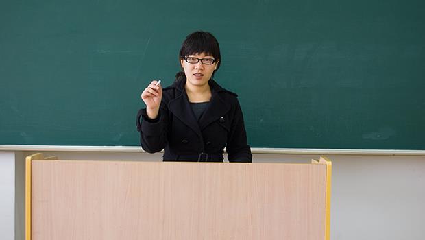 在第一線的老師嗆「教改」學者:學生連國字都不會寫,怎麼教他思考力?