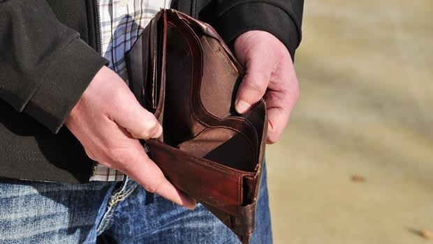 年底聚會多荷包大失血!沒錢別再說no money,「哭窮」的5種常見英文說法