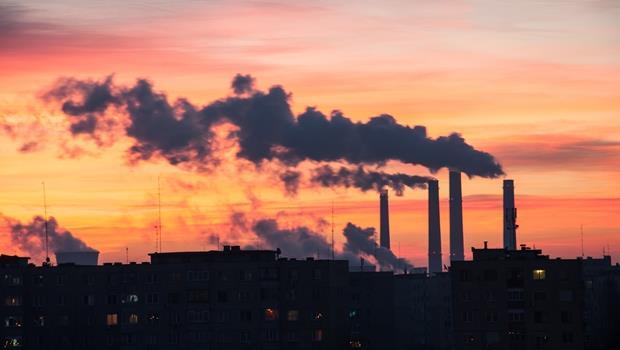 最近天空老是灰濛濛...原來這個字多益很常考!你該學會「廢氣排放」的英文
