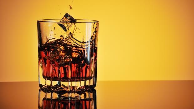 跨年威士忌推薦》濕冷的天氣中喝到這款酒,也能聯想到艷陽草地上的下午茶