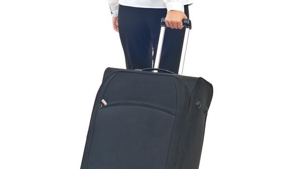 出差者福音!這款行李箱任何路面拉起來都超「咕溜」、筆電塞進去還能充電