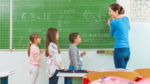 英國小學這樣教物理、化學和數學:讓孩子自己做杯子蛋糕