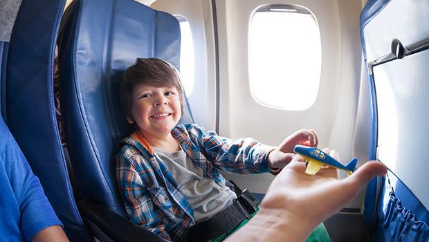 搭飛機出國前,要讓小孩睡飽嗎?8個實用妙招教你輕鬆帶小孩搭飛機