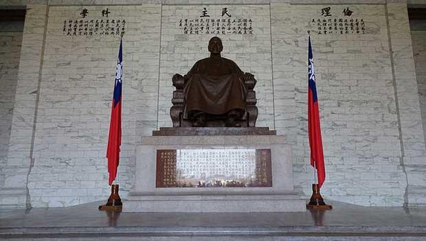 「中正」公園、「中正」路...當台灣還在紀念加害者,我們要怎麼跟孩子談228?