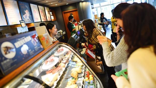 Let's do Starbucks. 「做星巴克?」...同事這樣跟你說,到底是什麼意思