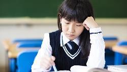 小學多益就考700多分...她唸高職一年後休學心聲:應用外語科的英文課,品質比國中還差