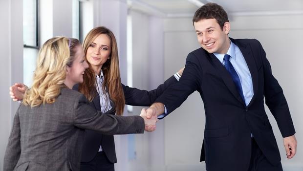 5招教你不失禮》職場中介紹時突然忘了對方名字,該怎麼辦?