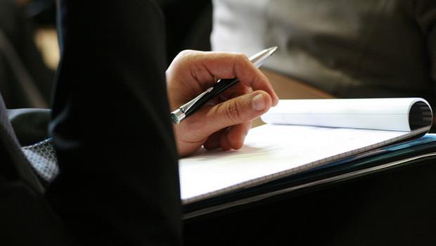 筆記本別丟!美國普林斯頓大學研究:用筆電做筆記學習效果較差