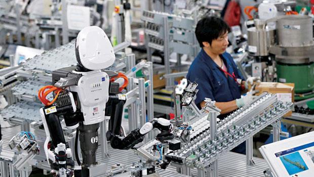 研發和人一同工作的機器人,是日本優勢之一,不但能因應高齡少子化,還是安倍刺激經濟的關鍵武器。
