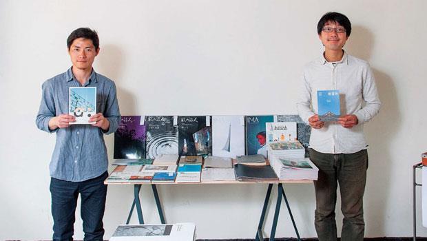 本日製作社社長郭士賢(左)與日書店店長菊地徹(右)分享台、日獨立刊物特色,台灣獨立雜誌編排與內容較具人文、藝術感,日本則講究版面及裝訂。