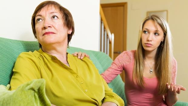 兄弟姊妹三不五時來要錢,不給被媽媽知道就會生氣...我到底該怎麼辦?