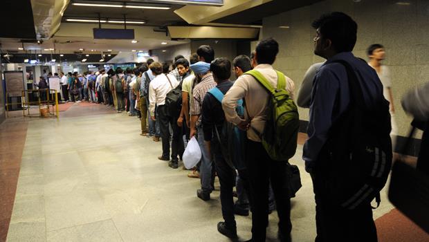 還在抱怨普悠瑪車票難買?這個國家的地鐵票要排兩小時!