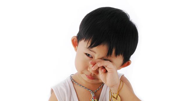 「你是男子漢,不哭」爸媽這麼說,難怪男人從來學不會處理「情緒」