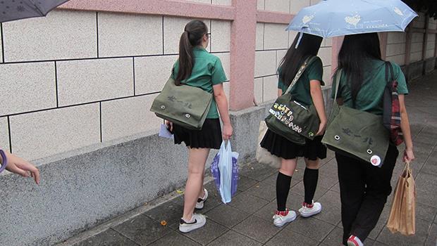 教育部解禁「服儀」》師大教授:台灣中學校園,終於走到「尊重學生」的這一步了...