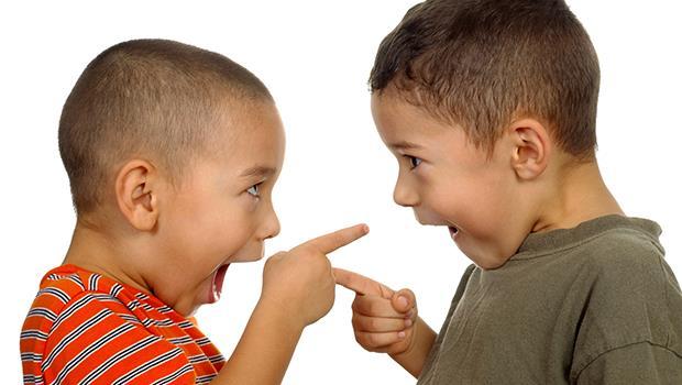 打人的那個不一定是錯的!心理諮商師:「攻擊」,是小孩的求助訊號