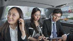 跟主管搭車位置千萬別坐錯!2張圖立刻搞懂:職位最低的人應該坐在...