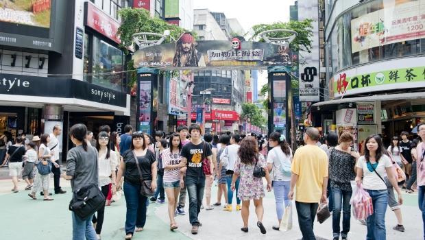 郭台銘喊「鴻海股價沒200元不退休」,這就是台灣年輕人難出頭的原因