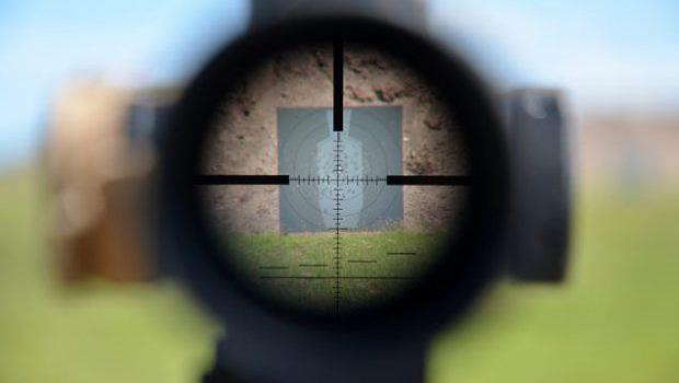 如何保持「專注」?美國狙擊手教你,每隔兩小時設一次鬧鐘,提醒自己做這件事