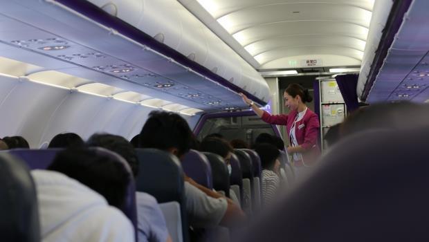 工作輕鬆、薪水高還超容易嫁豪門?空姐出來說真話,揭穿民眾3大迷思