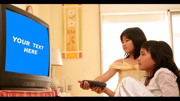 小孩看電視,提醒他「還剩5分鐘」...美國研究:不但沒用,還有反效果!