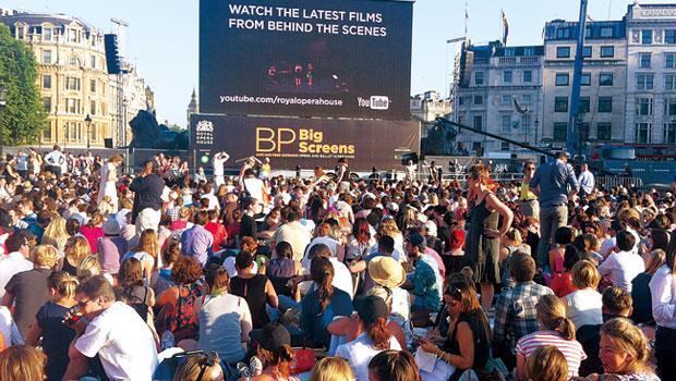 歐美樂迷絕對多數的倫敦特拉法廣場,我有些孤寂的失落。