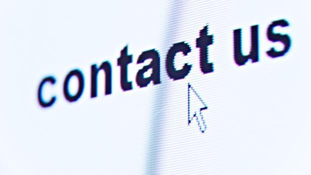 e-mail 的最後寫「Please contact us.」為什麼不OK?