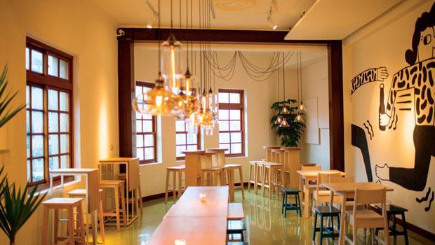 二樓是座位區,昭和時期洋樓的古典格局,搭配米凱樂簡約又玩心十足的北歐風格。