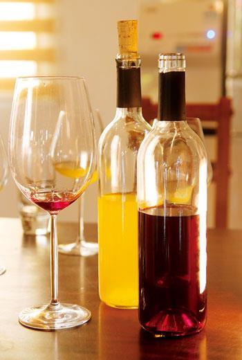 雖無禁酒令荼毒,但台灣的酒文化卻因早期專賣制度的箝制,酒類選擇寡少且來源單一的情況下,直至近年才有越來越多結合在地風土、材料、釀造工藝的酒款,以及屬於我們自己的品飲美學、甚至台酒配台食」的餐酒搭配形式
