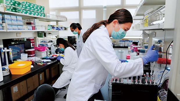 合度生技實驗室中,除有生技人才,還找來材料、物理專家。