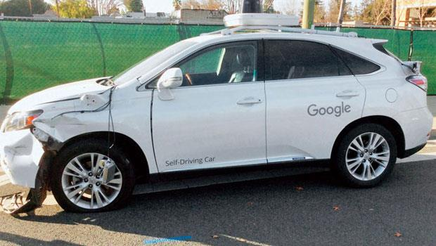 今年2 月Google Car 在實測時發生擦撞,未來自駕車出意外時誰負責?保險怎麼賠?諸多課題現在就得開始討論。