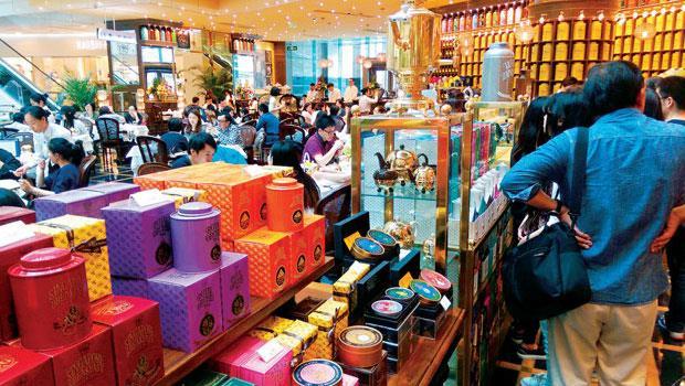 「座無虛席」是中國餐飲業特色,蓬勃的民間消費,彌補了製造業下滑所造成的經濟走緩。
