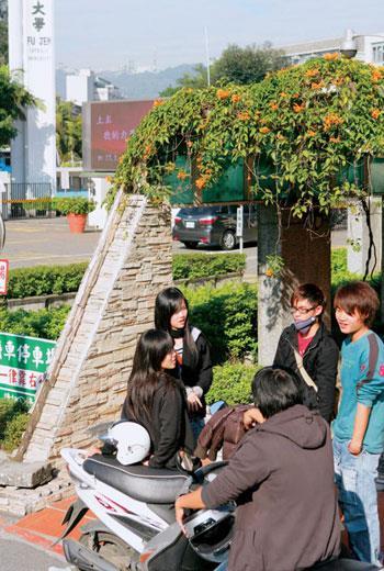 陸生來台從開放到緊縮,是北京對台的政策牌,不但衝擊私校營運,也不利增進兩岸青年交流理解。