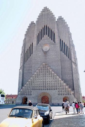 這座被稱為「管風琴教堂」(Grundtvig's Church , 一九二一至一九四○年)的建築,只是外型類似管風琴,並不是真正有這麼巨大的戶外管風琴。